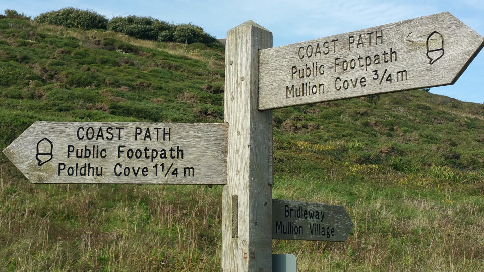 Wegweiser South West Coast Path