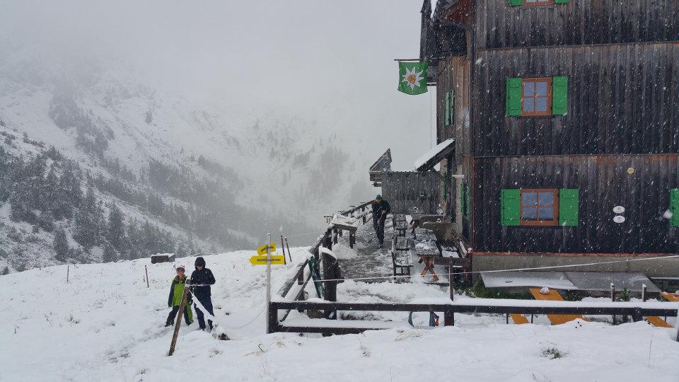 Hochweißsteinhaus im Schnee