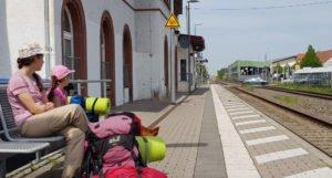 Am Bahnhof in Kirrweiler.